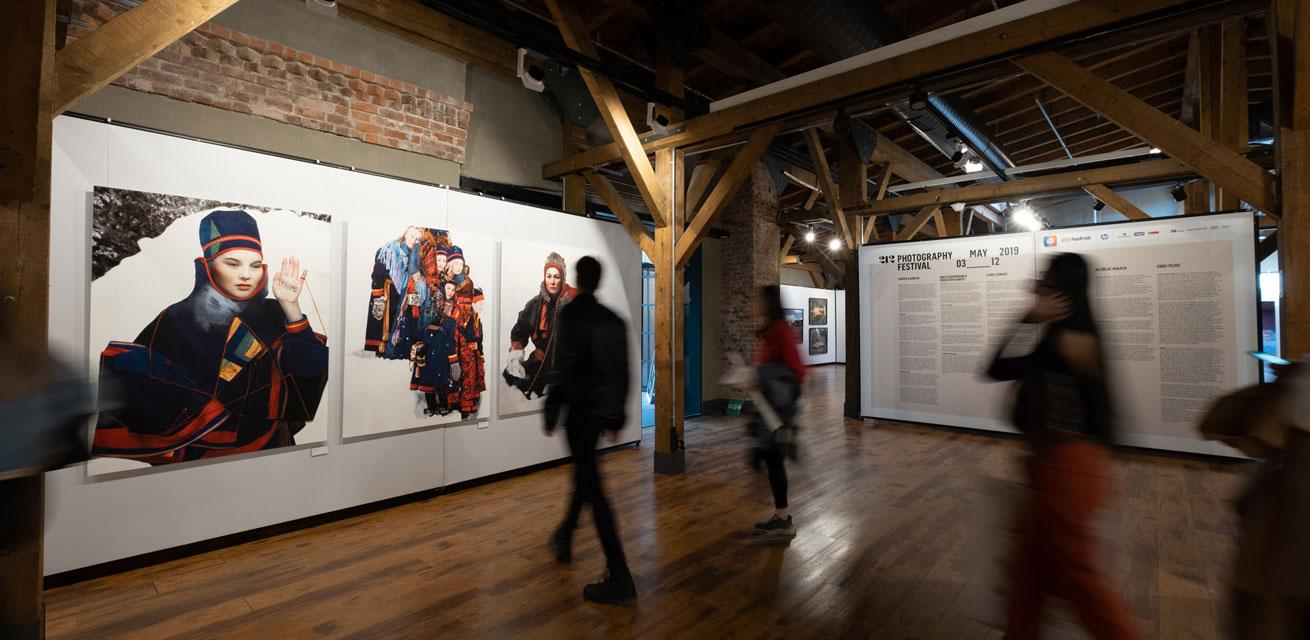"""pila fabric Ausstellungswände für das """"212 Photography Festival"""""""